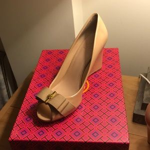 Never worn! Tory Burch Trudy 85mm open toe wedge
